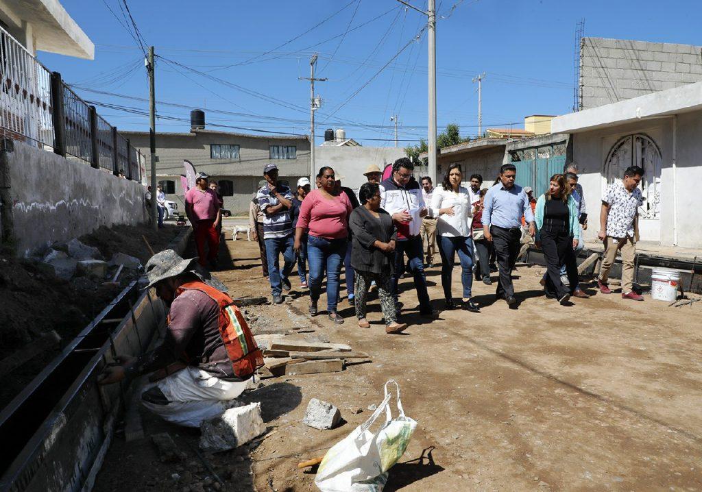 Benefician a vecinos de calle Encino con programa Uno Más Uno