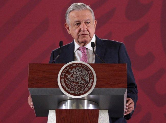 Ve AMLO motivación política en oleada de amparos por Santa Lucía